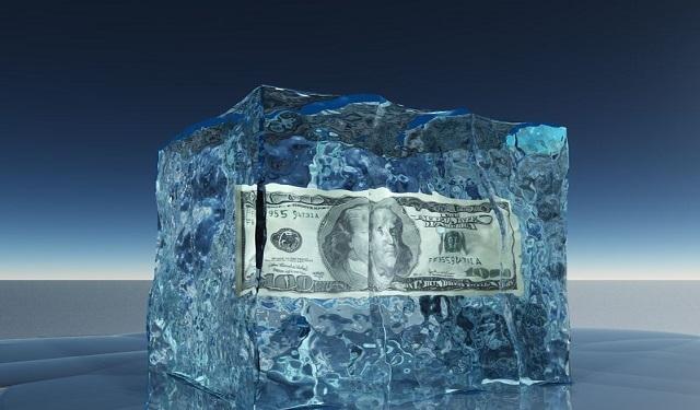 相続財産はいつ凍結される?口座の凍結から解約までを時系列で解説